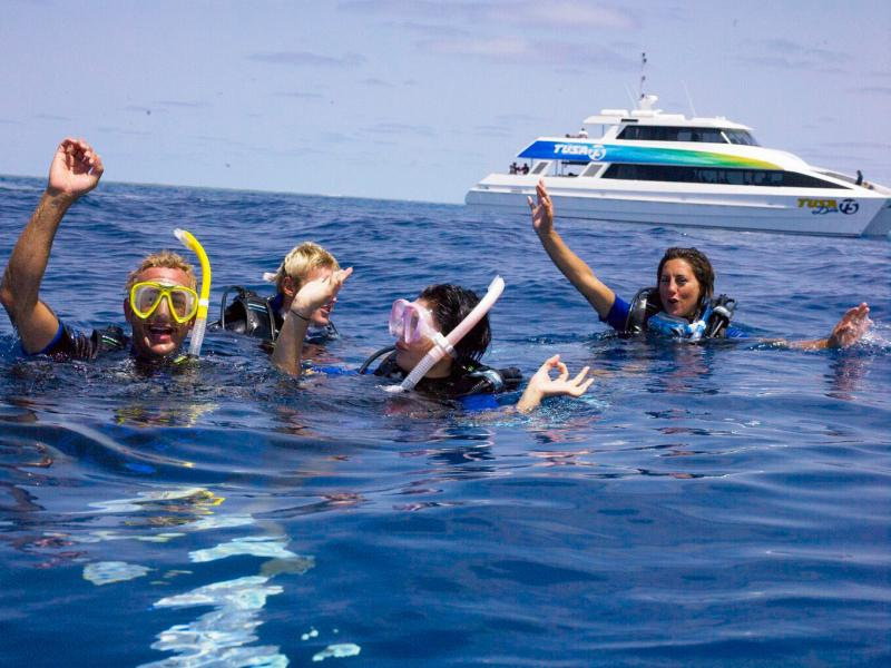 tusa-dive-great-barrier-reef-cruises-2441-8