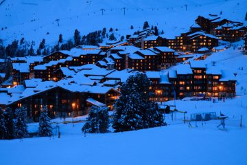 ski-resort-at-night